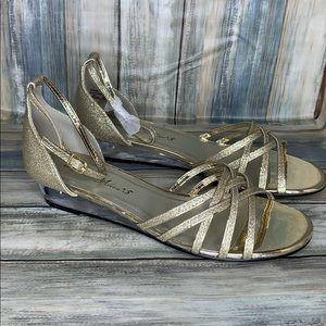 Easy Street Women's Tarrah Wedge Sandal
